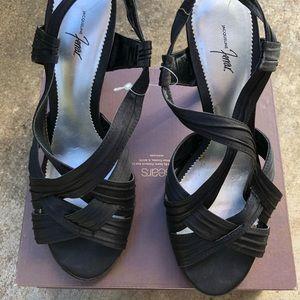 Jacqueline Ferrar high heels